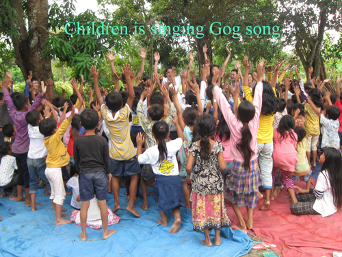 12-2011children sing a god song_Cambodia